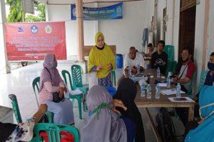 Dr. Nafsiatun, SH.M.Hum memberikan penyuluhan lingkungan hidup dan pemanfaatan sampah organik untuk bahan baku kompos